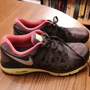Nike Dual Fusion Run2 women's athletic size 10